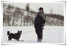 "Bild ""http://www.happymudi.de/allerlei/galerien/FOTOS-Schneespaziergang-Sarah-Moppel-Jan2009/vorschau/IMG2009-01-05_159_MoppelMartin.jpg"""