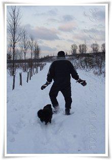 "Bild ""http://www.happymudi.de/allerlei/galerien/FOTOS-Schneespaziergang-Sarah-Moppel-Jan2009/vorschau/IMG2009-01-05_253.JPG"""